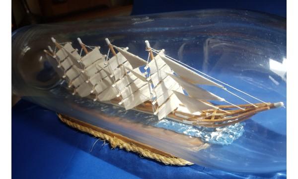 Laivas burinis  butelyje-suvenyras